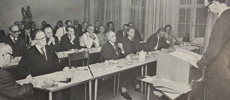 Kiropraktor Henning Hviid. Deltagelse i udvalgsarbejde 1970. Udvalget kulegravede i årene 1963-70 alle spørgsmål vedrørende kiropraktorernes teoretiske og praktiske uddannelse, den videnskabelige baggrund, praksisforhold i ind- og udland, samt de lovmæssige og økonomiske konsekvenser af at autorisere kiropraktorerne til selvstændig praksis.